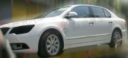 Škoda Superb facelift Spy photo